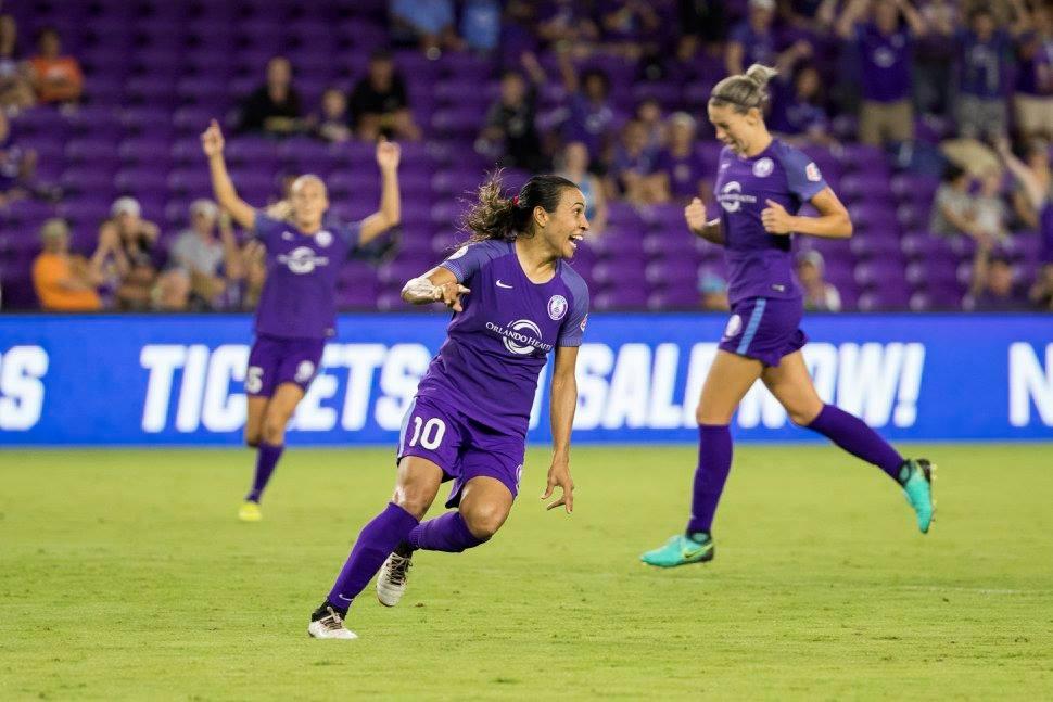 Assistir a um jogo de futebol feminino em Orlando: jogadoras