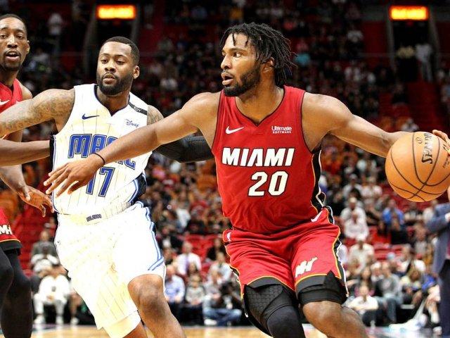 Assistir a um jogo da NBA na American Airlines Arena em Miami: basquete