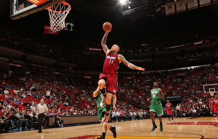 Assistir a um jogo da NBA na American Airlines Arena em Miami: jogo de basquete