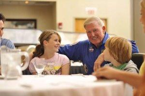 Almoço com astronauta da NASA em Orlando: Dine with an astronaut