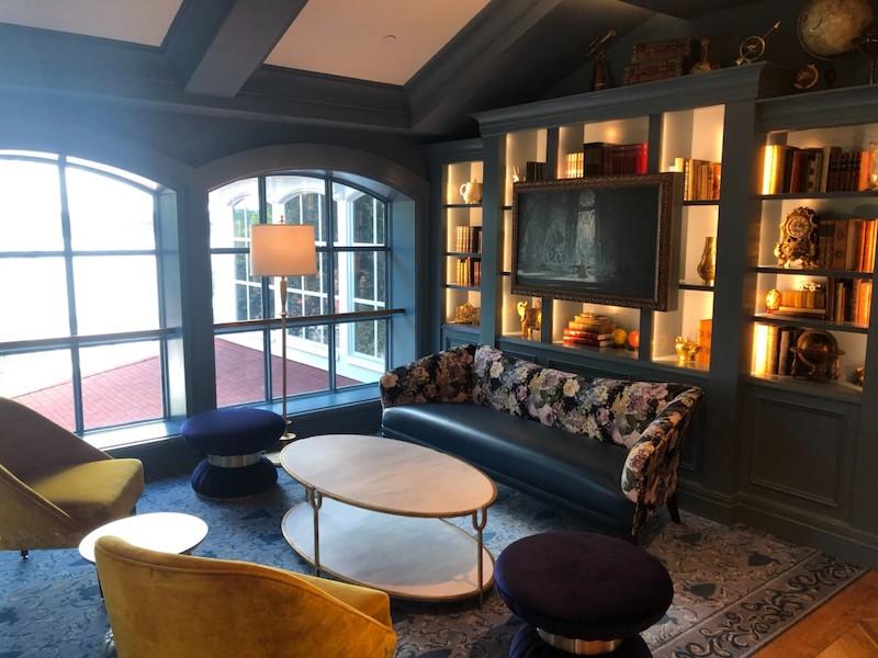 Lounge da Bela e a Fera no Disney's Grand Floridian em Orlando: biblioteca