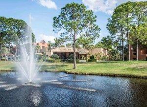Hotel Clarion Inn Lake Buena Vista em Orlando: fonte d'água