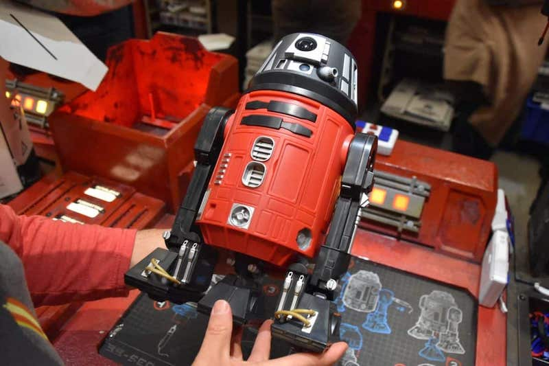 Droid Depot na Star Wars Land da Disney Orlando: montagem do droid