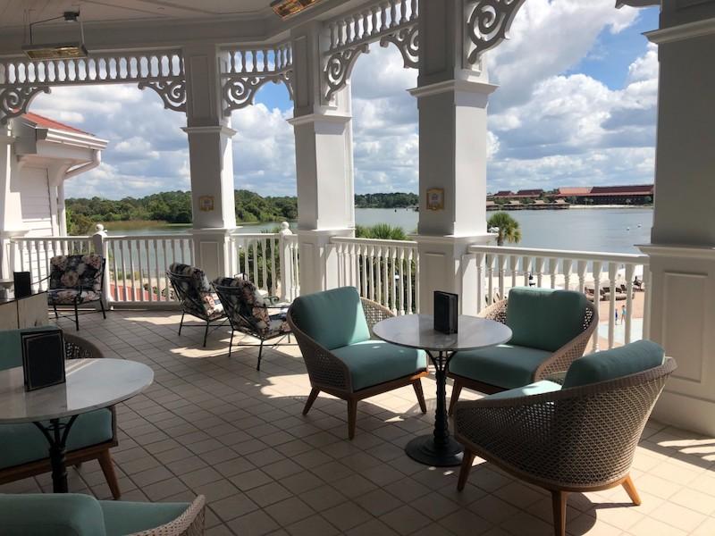 Lounge da Bela e a Fera no Disney's Grand Floridian em Orlando: pátio