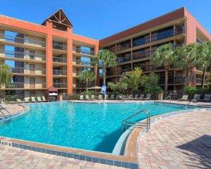 Hotel Clarion Inn Lake Buena Vista em Orlando: piscina