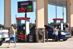 Como abastecer o carro em Orlando: posto de gasolina