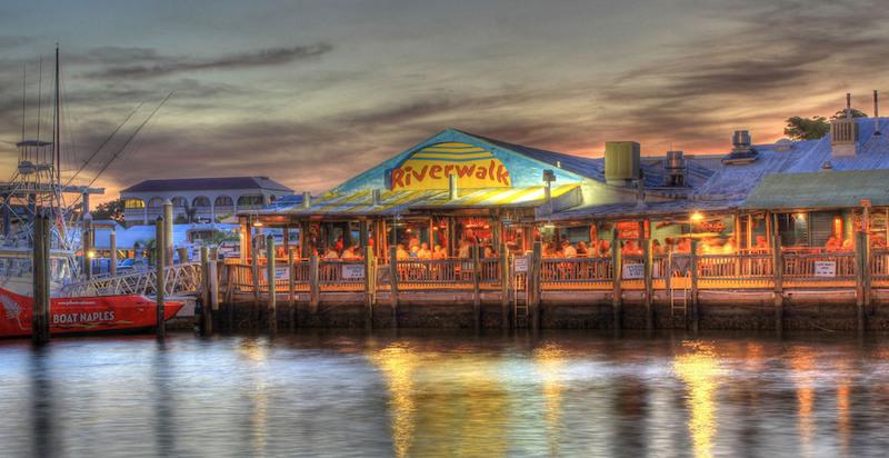 Restaurantes em Naples: Riverwalk at Tin City