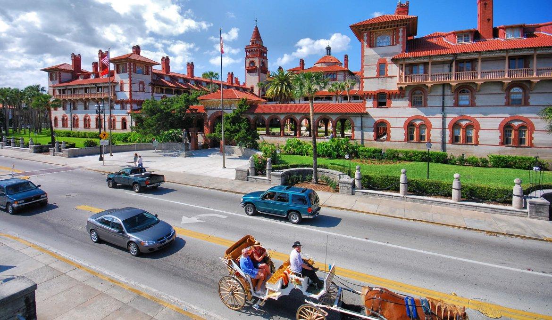 Pontos turísticos em Saint Augustine: rua histórica na cidade