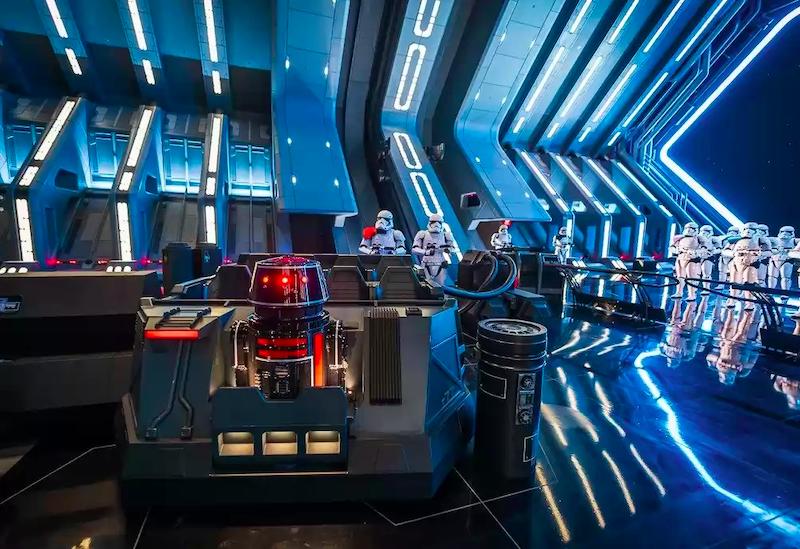 Interior da atração Rise of the Resistance na Disney Orlando