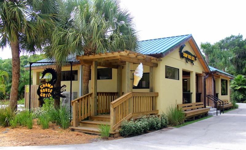 Parque Wild Florida Airboats & Gator: restaurante Chomp House Grill