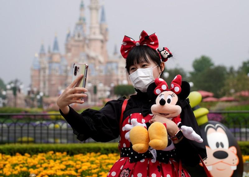 Reabertura dos parques da Disney em Orlando: visitante com máscara