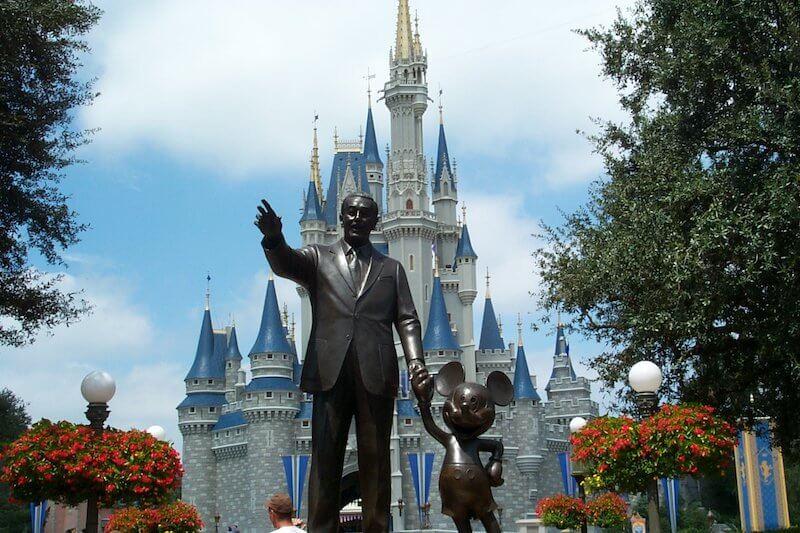 Estátua de Walt Disney no parque Magic Kingdom