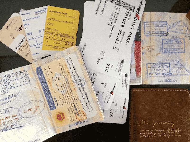 Passaporte com visto e passagens