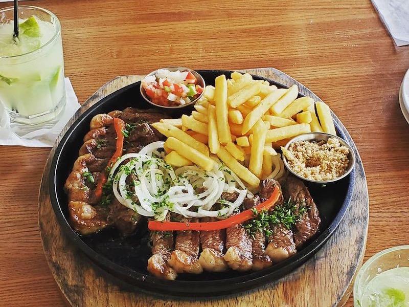 Comida do restaurante e bar À Brasileira em Orlando