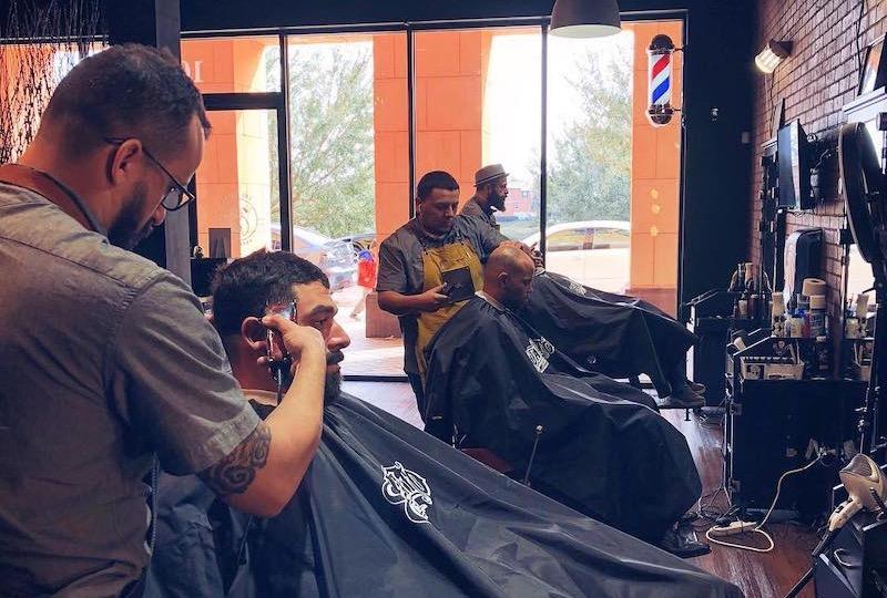 Cortes de cabelo na barbearia Ultimate Cave em Orlando