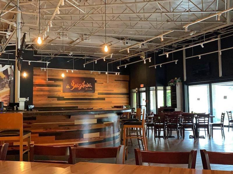 Interior do restaurante e bar À Brasileira em Orlando