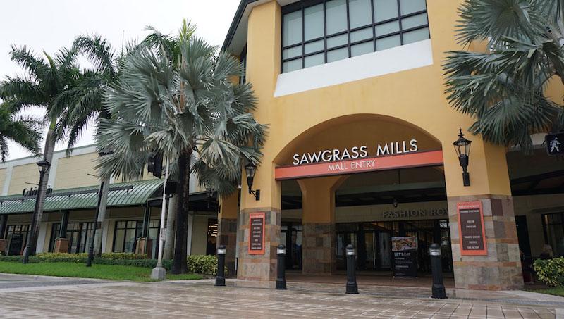 Entrada do outlet Sawgrass Mills em Miami