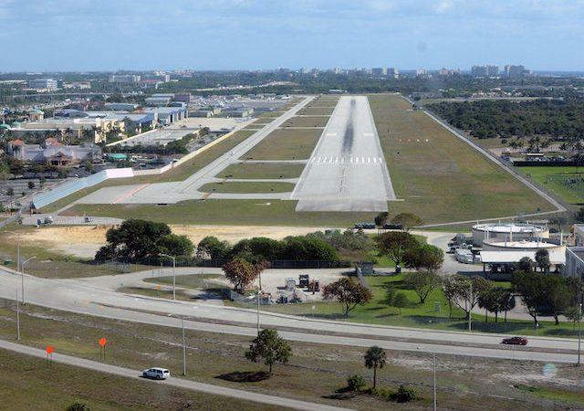 Como ir do aeroporto de Boca Raton até o centro turístico