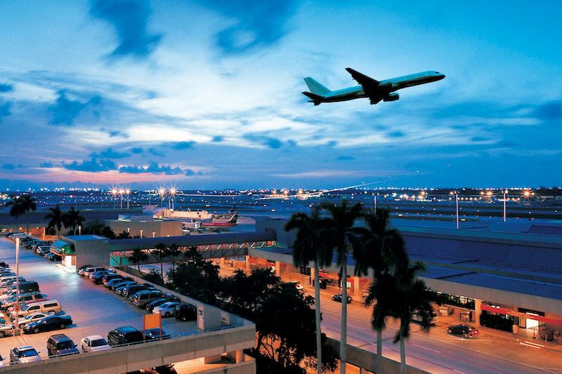 Avião no aeroporto de Fort Lauderdale