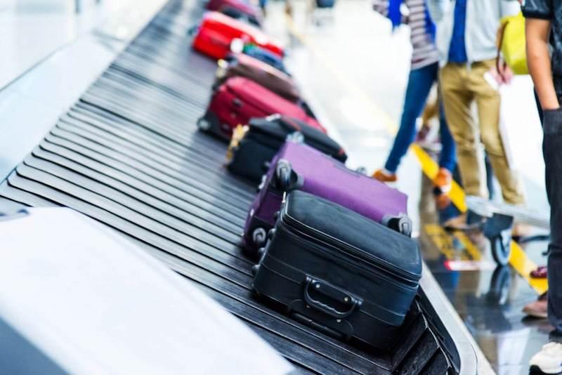 Bagagem na esteira do aeroporto