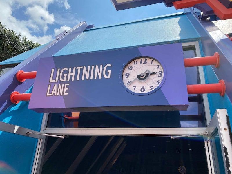 Fila Lightning Lane no parque da Disney Orlando